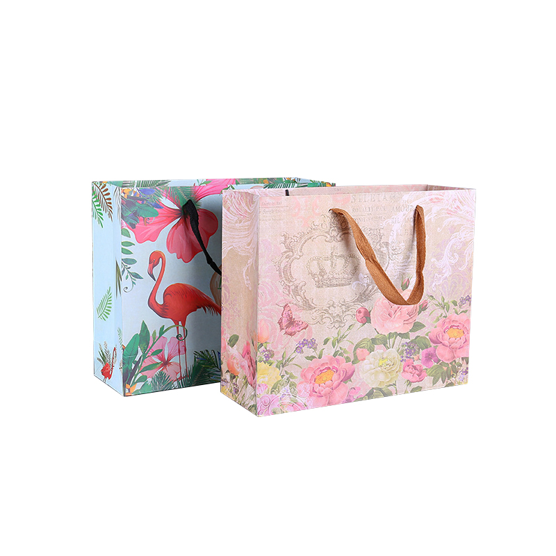 https://www.yifanpackaging.com/img/custom_recyclable_paper_handle_bag_for_jewelry_packing.jpg