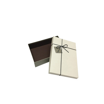 https://www.yifanpackaging.com/img/luxury_packaging_boxes_jewelry_paper_box_flower_box.jpg